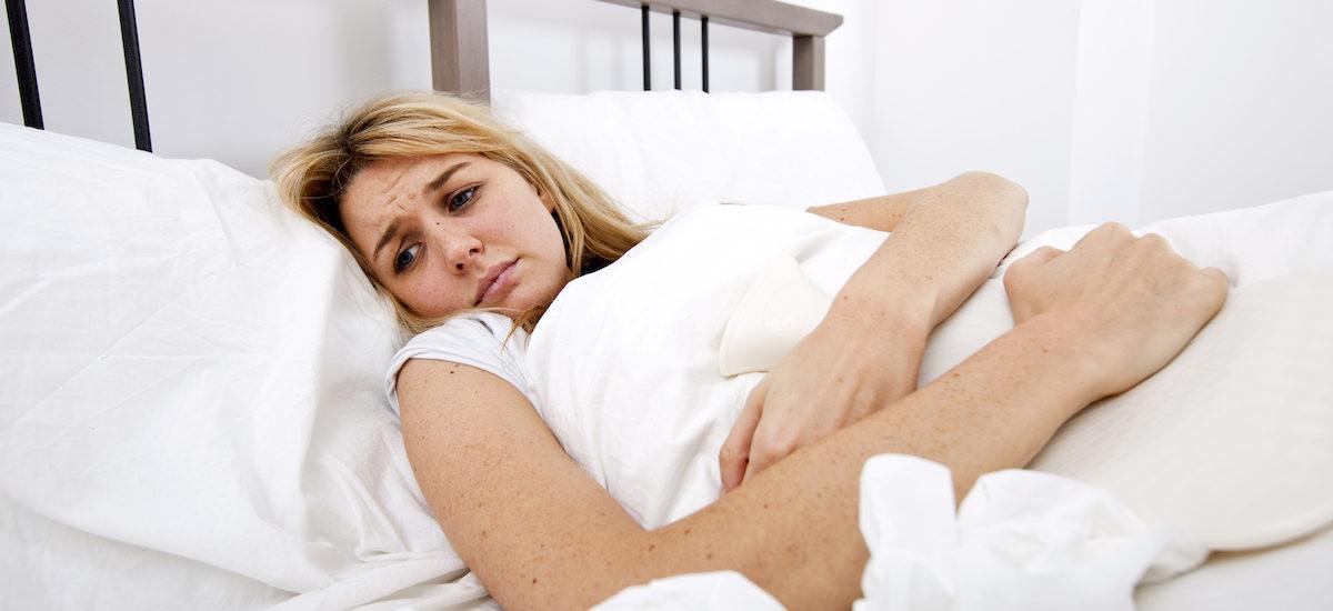 Femme avec douleur chroniques